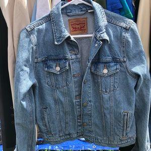 NWOT Levi's Denim Jacket
